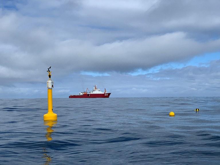 Lançamento de boias meteo-oceanográficas